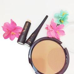 Alguien ha probado los cosméticos de Primark? No pude resistir la tentación y la semana pasada me lleve el eyeliner y el corrector de la foto pero aún no me he atrevido con ellos... Del INCI si que no tengo ni idea pero me lo imagino... . . . . . . . #consejo#advice#makeup#girl#flatlay#flatlays#makeupflatlay#primark#primarkmakeup#fashion#shop#instablog#inci#flowers #flower #thursday #doubletap #workmakeup #igersmurcia#pink#eyeliner #powder #puffeyes #eyes #eyesmakeup