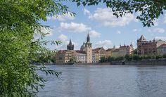 Ben je benieuwd wat je allemaal kunt doen in Praag? Ik vertel je graag wat je zeker niet mag missen bij een eerste bezoek aan deze sprookjesachtige stad.