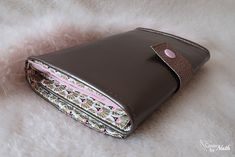 Box Couture, True Wallet, Diy Wallet, Chanel Wallet, Wallet Chain, Learn To Sew, Baby Accessories, Blog, Cuff Bracelets