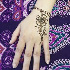 Here is the most beautiful and cute collection of mehndi designs for kids. These mehndi designs are very beautiful and simple. Henna Tattoo Designs, Small Henna Tattoos, Simple Henna Tattoo, Henna Tattoo Hand, Foot Henna, Paisley Tattoos, Hand Tattoos, Mehndi Designs For Kids, Mehndi Designs For Beginners