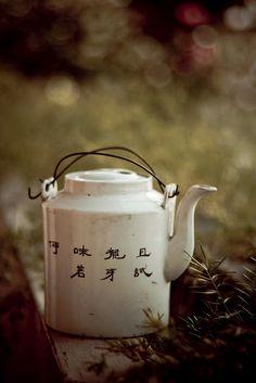 Vintage Japanese Teapot. http://www.flickr.com/photos/karenilagan/2240854835/