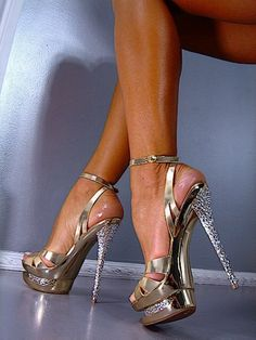 Trendy High Heels For Ladies : Picture DescriptionHow the shoes emerge into the feet, then into the legs. Then they become part of the woman. Hot High Heels, Sexy Heels, Stiletto Heels, Sparkly Heels, Talons Sexy, Mode Shoes, Beautiful Sandals, Killer Heels, Pumps