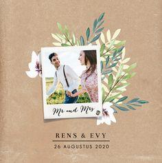 Stoere, stijlvolle trouwkaart met kraft achtergrond en getekende watercolour bloemen. Een foto op de kaart mag natuurlijk ook niet ontbreken.