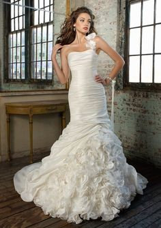 TAFFETA ONE-SHOULDER MERMAID WEDDING DRESS..
