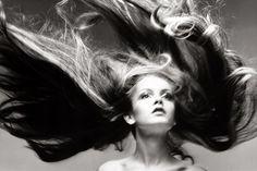 Richard Avedon - Twiggy, hair by Ara Gallant,1968 #experimentsinmotion