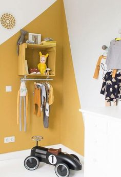 Toque de color en la pared wandgestaltung more Wall inspiration Archives - INTERIOR JUNK Kids Room Murals, Kids Room Paint, Diy Wall Painting, Painting For Kids, Yellow Kids Rooms, Yellow Bedrooms, Diy Home Decor For Apartments, Table Cafe, Magnetic Wall