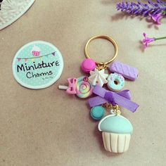 Polymer Clay Kawaii, Fimo Clay, Polymer Clay Projects, Polymer Clay Charms, Polymer Clay Creations, Polymer Clay Jewelry, Clay Keychain, How To Make Clay, Clay Mugs