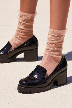 Fashionable Platform Shoes from 29 of the Top Platform Shoes collection is the most trending shoes fashion this winter. This Platform Shoes look related to boots, shoes, ankle boots and ankle was… Sock Shoes, Cute Shoes, Me Too Shoes, Heels With Socks, Socks And Sandals, Sandals Outfit, Trendy Shoes, Look Fashion, Fashion Shoes