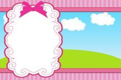 Tarjeta de la Invitación del cielo y en marzo, hierba, nubes y el Fondo rosado rayado: