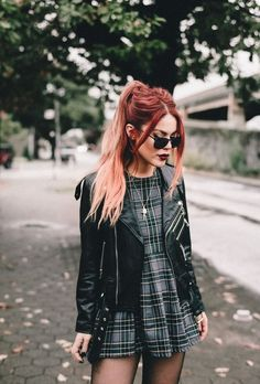Plaid and Leather - Le Happy Punk Outfits, Mode Outfits, Grunge Outfits, Fall Outfits, Fashion Outfits, Fashion Clothes, Fashion Mode, Punk Fashion, Grunge Fashion