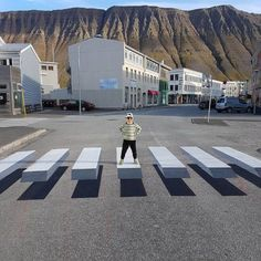 In the small fishing town of Ísafjörður, Iceland, an exciting development in road safety has just popped up - almost literally. A new pedestrian crossing has been painted that appears to be by way of a cleverly-detailed optical illusion. 3d Street Art, Illusion 3d, Passage Piéton, Pedestrian Crossing, 3d Optical Illusions, Zebra Crossing, Villefranche Sur Mer, Abbey Road, Outdoor Art