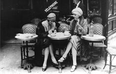 Picture postcard of French Flappers at a Parisian c1920 cafe