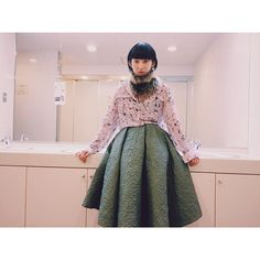 【kana_kanaamaike】さんのInstagramをピンしています。 《KANAAMAIKE  2017-18 A/W collection 「fall-散る-」 model  @_21521  specialthanks  @smiledaynj  #fashion #服飾学生#vantan#kanaamaike#sakura#桜#プリント#fall#スカート#キルティング#月下美人#ファッション #mywork  #fashion》
