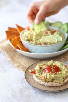 EASY CHUNKY GUACAMOLE » fresh and creamy {plant-based, vegan, gluten free}
