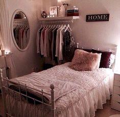 30 Amazing College Apartment Bedroom Decor Ideas