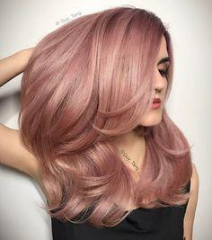 rose gold hair SO PRETTY! Rose gold hair by guy_tang. Cabelo Rose Gold, Rose Gold Hair Blonde, Ombre Hair, Blonde Hair, Brunette Hair, Pink Hair, Wavy Hair, Short Hair, Hair Dye Tips