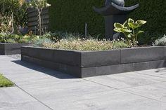bloembak van stapelblokken - muurelement - terrastegels