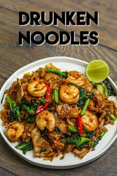 The BEST Drunken Noodles Jump to Recipe·Print Recipe You've been waiting long enough for my drunken noodles recipe! The BEST Drunken Noodles recipe is right here no need to look around any more! Mix… - The BEST Drunken Noodles Recipe and Video Seafood Recipes, Chicken Recipes, Soup Recipes, Thai Food Recipes, Cake Recipes, Cooking Recipes, Sushi Recipes, Recipe Chicken, Vietnamese Recipes