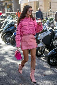 8 Looks de Outono Pra Testar nessa Temporada -Tendência Macacão Calça Utilitária, Looks Para Testar no Outono, Looks de Outono, Look Outono, Look Blusa Gola Alta, Saia Midi Com Camisa Casacos, Looks de Outono Pink Fashion, Fashion Looks, Fashion Outfits, Womens Fashion, Fashion Tips, Fashion Trends, Pinke Outfits, Mode Monochrome, Monochrome Outfit