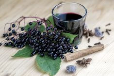 Homemade Elderberry Syrup- A Natural Remedy For Fighting The Flu Flu Remedies, Natural Remedies, Herbal Remedies, Health Remedies, Fighting The Flu, Anti Oxidant Foods, Elderberry Syrup, Elderberry Recipes, Lose Weight Naturally