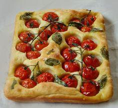 Lemon & Vanilla: Tomato and basil oil focaccia / Focaccia com tomat...