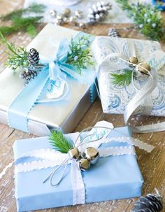 Silver and blue This color combo lends an elegant touch to any gift. Sprigs of greenery and jingle bells enhace the look.