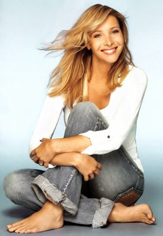 Lisa Kudrow--love the pose and the poise