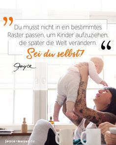"""Hier findest du eine Wohlfühldusche für dich als Mama! """"Du musst nicht in ein bestimmtes Raster passen, um Kinder aufzuziehen, die am Ende buchstäblich die Welt verändern."""" 💪🏻 Wir schenken dir hier die Leseprobe vom Buch """"Zuversicht, Mama!"""". #seiduselbst #mama #mamasein #mamaalltag #ermutigung #traudich #mamaleben #zitateundsprüche #mamasprüche #muttertagsgeschenk #buchtipp #joycemeyer #mamaistdiebeste #dankemama #muttertag #muttertag2021 Joyce Meyer, Cheer Up, Life Motto, Single Parent, Encouragement, Grief"""