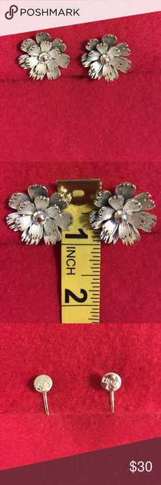 ELEGANT LISNER EARRINGS Beautiful floral signed LISNER vintage earrings. Silver toned screw backs. In pristine condition. Vintage Jewelry Earrings