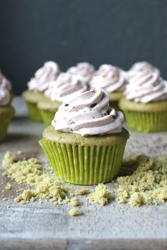 Matcha Azuki Cupcakes [these look a little too pale to be considered pretty but it makes sense to pair green tea cupcake with azuki frosting]