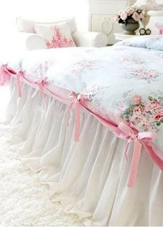Shabby rose duvet - love the ribbons and fabric!