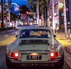 Porsche 911 Reimagined by Singer Porsche Classic, Bmw Classic Cars, Classic Auto, Porsche 918 Spyder, Porsche Panamera, Porsche Sports Car, Porsche Cars, Retro Cars, Vintage Cars
