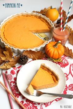 Classic Pumpkin Pie, straight from Grandma's recipe box. The best ever traditional pumpkin pie recipe that's perfect for the holiday dessert table! Pumkin Pie, Pumpkin Pie Cheesecake, Pumpkin Pie Recipes, Fall Recipes, Cheap Clean Eating, Clean Eating Snacks, Traditional Pumpkin Pie Recipe, Squash Pie, Gateaux Vegan