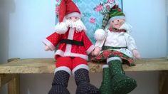 Papai Noel e Mamãe Noel.. Fiz com ajuda de minha querida mãe, Maria!! Elf On The Shelf, Holiday Decor, Home Decor, Papa Noel, Dear Mom, Happy Holidays, Decoration Home, Room Decor, Interior Design