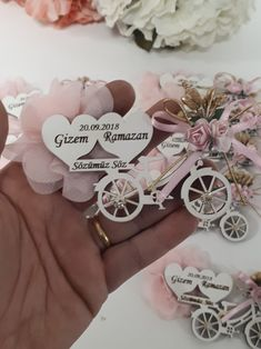 Ahşap magnet Laser Cutter Ideas, Laser Cutter Projects, Wedding Candy, Wedding Favors, Graveuse Laser, Wedding Gifts For Guests, Paper Flower Tutorial, Wood Gifts, Wedding In The Woods