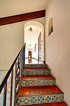 A spanish villa with luxurious hollywood charm home decor дом, декор, лестн Hacienda Homes, Hacienda Style, Spanish Style Homes, Spanish House, Spanish Colonial, Spanish Tile, Spanish Revival, Spanish Interior, Spanish Villas