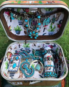 Upcycled meets clever design and function! Jewelry Trends, Jewelry Accessories, Fashion Accessories, Jewelry Design, Vintage Cowgirl, Cowgirl Bling, Multiple Earrings, Western Jewelry, Cowgirl Jewelry