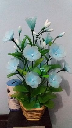 Nylon Flowers, Diy Flowers, Crochet Flowers, Flower Pots, Nylon Stockings, Sewing Techniques, Flower Crafts, Flower Making, Artificial Flowers