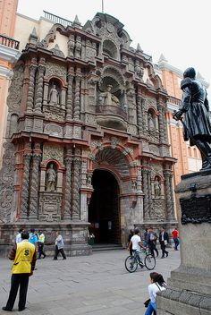 Basilica de Nuestra Senora de la Merced in Lima, Peru (by Inca Tour 2012).