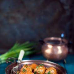 Pieczony kalafior na indyjską nutę | Bernika - mój kulinarny pamiętnik Curry, Beef, Food, Meal, Essen, Hoods, Ox, Curries, Meals