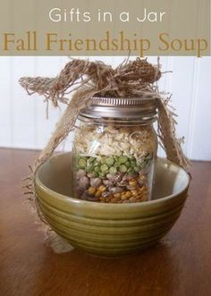 Just add a bowl holder :) Gifts in a Jar Recipes Fall Friendship Soup {Gifts in a Jar} Fall Friendship Soup Mix Mason Jar Projects, Mason Jar Crafts, Mason Jar Diy, Diy Projects, Jar Gifts, Food Gifts, Gift Jars, Gifts In Mason Jars, Craft Gifts