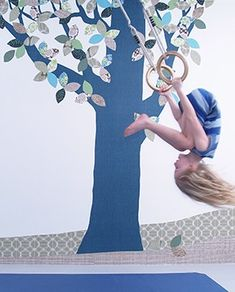 Crea una habitación única y especial con este bonito y original papel pintado con forma de árbol diseño exclusivo de INKE. El papel pintado perfecto para los pequeños amantes de los árboles y los bosques mágicos. Este papel pintado ecológico con form