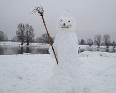 Der temporäre Skulpturen-Park in Dresden mit - Schneefrauen, Schneemännern, Schneekindern & Schneeschnecken. (24. Februar 2013)