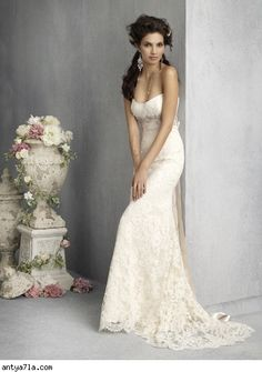 If we ever renew our vows, I would love to wear something like this. :)