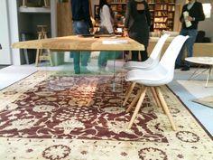 Il legno classico si sposa in perfetto connubio con il vetro moderno