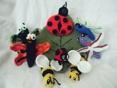 Bug Bag by Elizabeth Mareno - This is a crochet pattern for a leaf bag and bug characters.