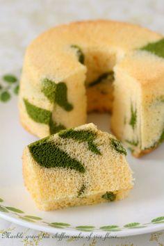 Green tea chiffon cake with rice flour.