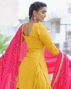 Punjabi dress Punjabi Girls, Punjabi Dress, Curvy Outfits, Girl Outfits, Simple Indian Suits, Desi Girl Image, Dehati Girl Photo, Stylish Girl Images, Indian Designer Outfits