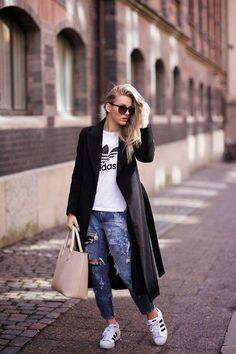 Adidas superstar in on trend this season and by the way Adidas is controlling the street styles fashion everywhere. Logo Fitness, Fitness Style, Fashion Over 50, Look Fashion, Girl Fashion, Adidas Moda, Looks Adidas, Sport Outfits, Casual Outfits