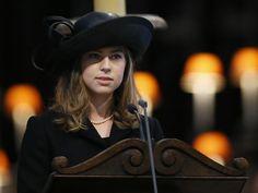 """Amanda, neta da ex-primeira-ministra britânica Margaret Thatcher, faz discurso na Catedral de São Paulo, em Londres, durante funeral da """"Dama de Ferro"""" - http://revistaepoca.globo.com//Sociedade/fotos/2013/04/fotos-do-dia-17-de-abril-de-2013.html (Foto: Kirsty Wigglesworth - WPA Pool/Getty Images)"""